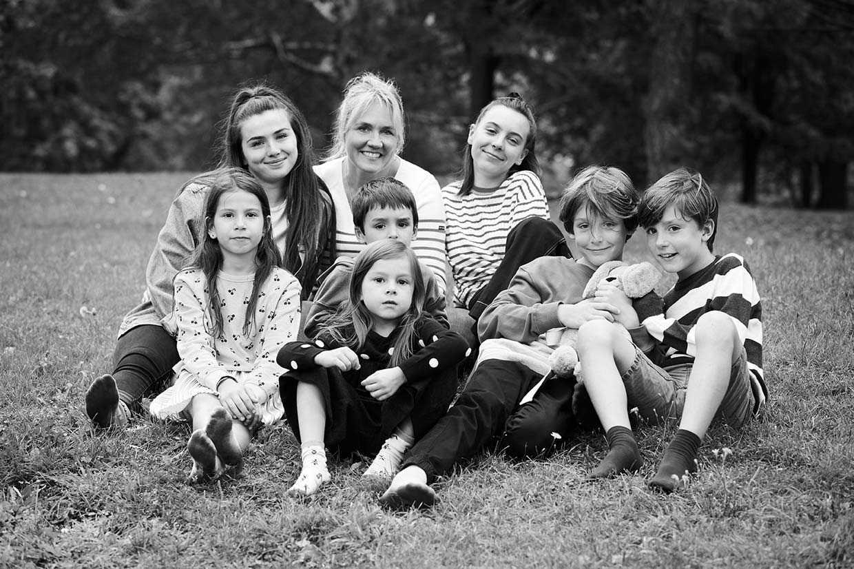 Photo de groupe pour Maison de Massy montrant Virginie avec les enfants
